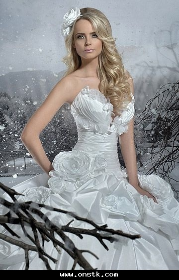 26 best Untraditional bridal gowns images on Pinterest | Wedding ...