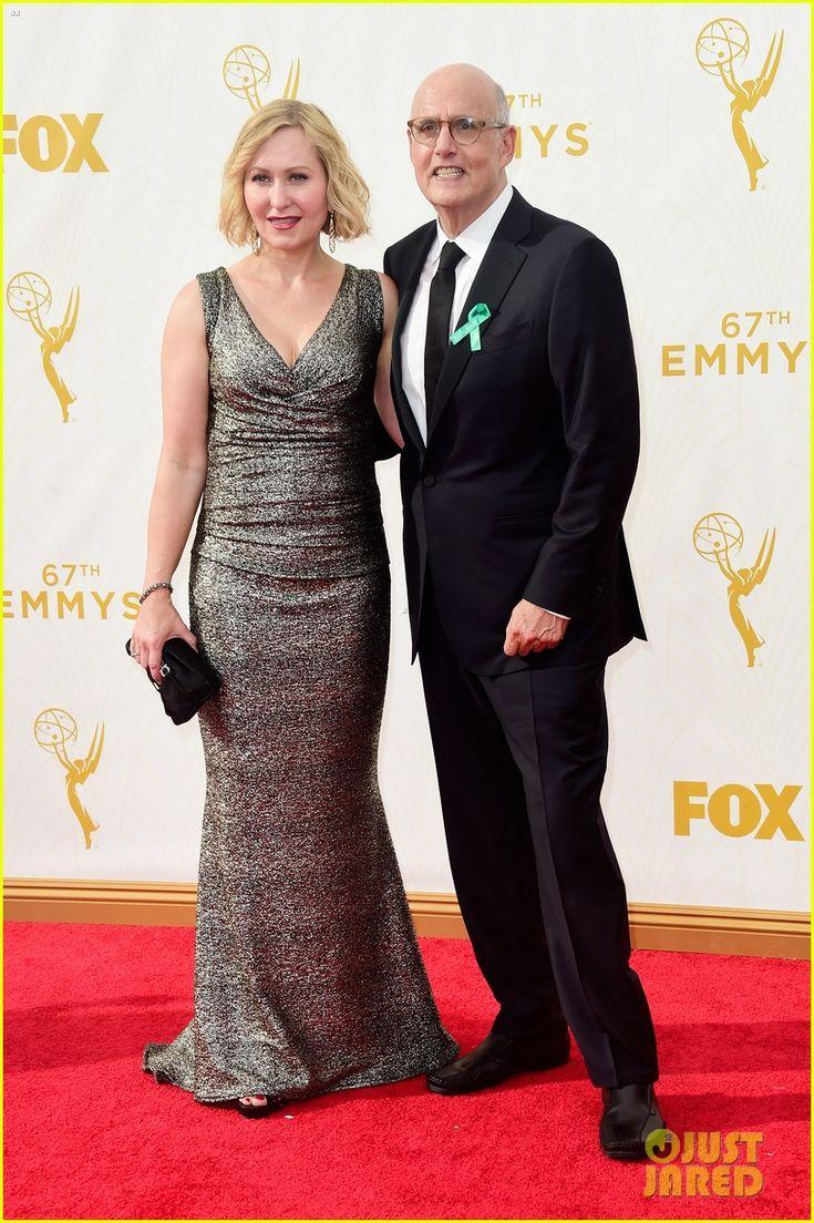 Transparent's Jeffrey Tambor Wins Best Comedy Actor at Emmys 2015! | jeffrey tambor transparent emmys 2015 23 - Photo
