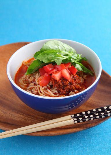 トマトと手作りラー油のピリ辛麺