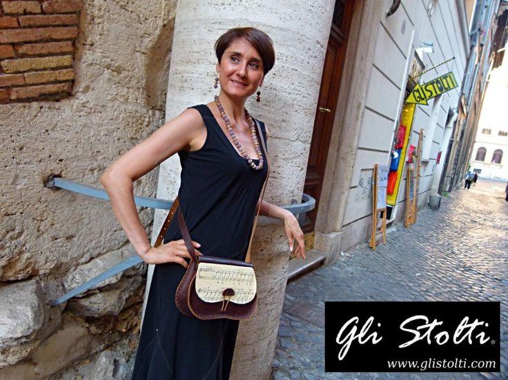 Borsa artigianale in cuoio lavorata e cucita a mano, decorata con spartiti musicali vintage originali. Vai al link per tutte le info: http://glistolti.shopmania.biz/compra/borsa-artigianale-in-cuoio-modello-scarsella-spartiti-musicali-466 Gli Stolti Original Design. HandMade in Italy. #glistolti #moda #artigianato #madeinitaly #design #stile #roma #rome #shopping #fashion #handmade #handicraft #handcrafted #style #borsa