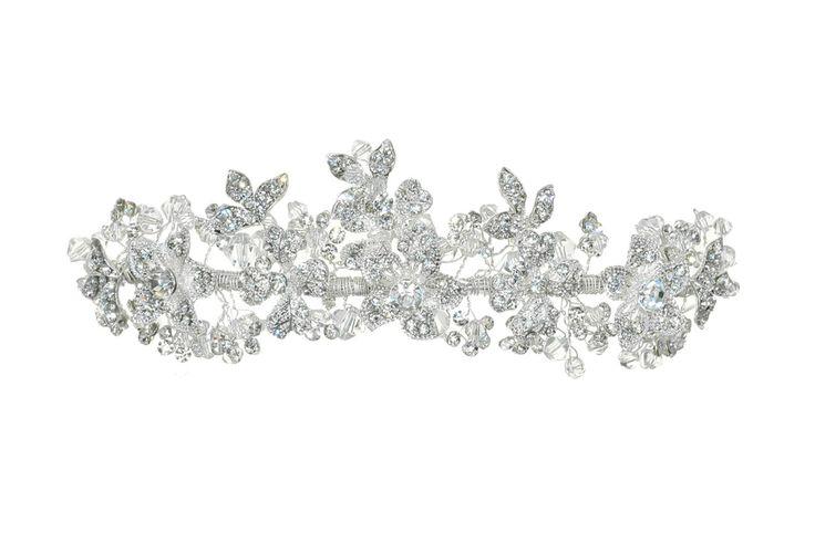 Tiara018   Romantische diadeem bezet met bloemvormige kristallen.  bruidskapsel, bruid, wedding, bride, bruiloft