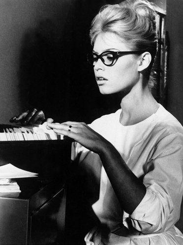【ELLE】ブリジット・バルドー エル・オンライン 映画『気分を出してもう一度』(1959))より
