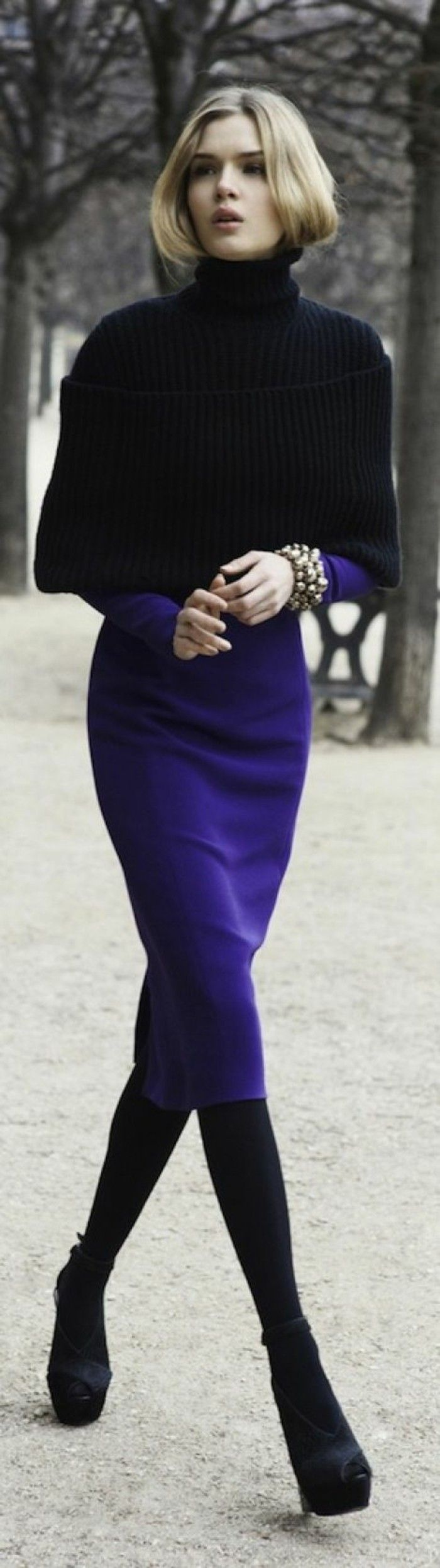 robes en laine moulante sur le corps en couleur indigo et noir