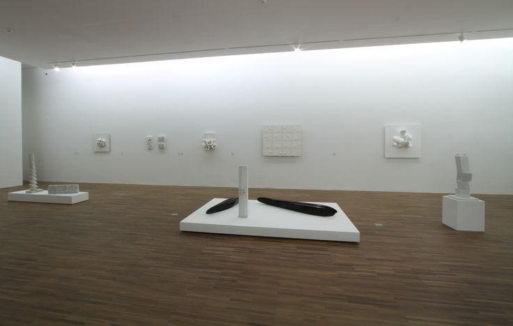 """Em 2010 a exposição """"Sergio Camargo Claro Enigma"""" aconteceu  no Instituto de Arte Contemporânea com curadoria de Paulo Venancio Filho. #iac20anos #iac #institutodeartecontemporânea #iacbrasil #SP #arte #art #exposição #retrospectiva #20anos #artistas #obras #projeto #poética #SergioCamargo #curador #PauloVenancioFilho #luz #branco #matéria"""