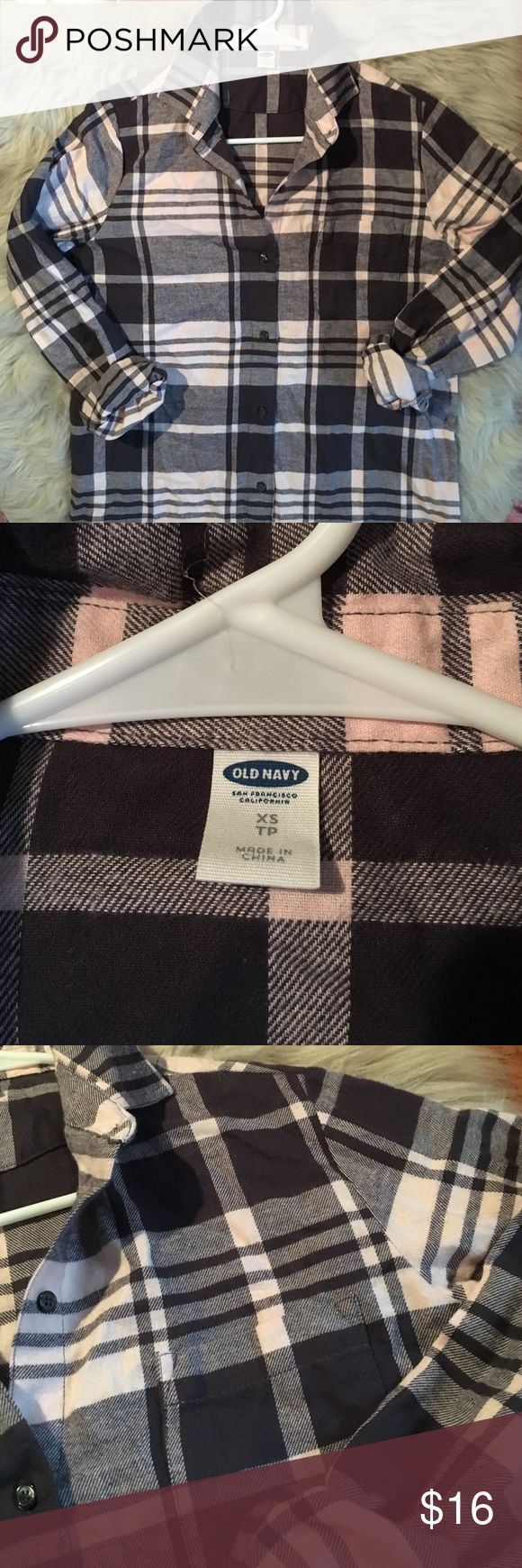 Old Navy Flannel Tunic Super soft and warm! I like it with rolled sleeves and a popped collar. Can also add a belt for more shape. Perfect fall outfit when paired with leggings and boots! No damage - good as new! Old Navy Tops Button Down Shirts
