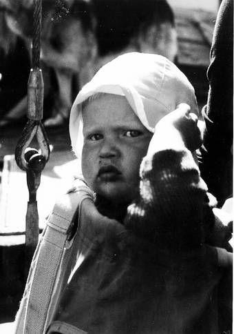 LILLE ASLAK. Aslak i Stavanger på begynnelsen av 1970-tallet. Han vokste opp i en by der de sjekket oljeprisene og dollarkursen i avisen for å se om fremtiden var trygg.