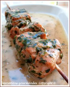 Brochettes de saumon à la coriandre, citron vert et lait de coco. variations-gourmandes  Copyright ©