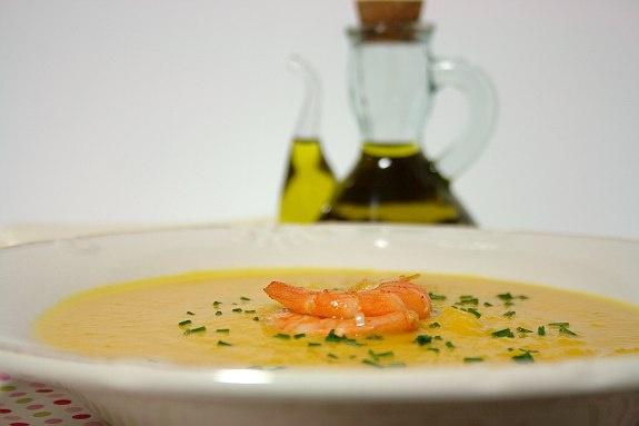 Sopa de abóbora com camarão picante