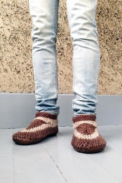 Muffle Slippers: Brown Men