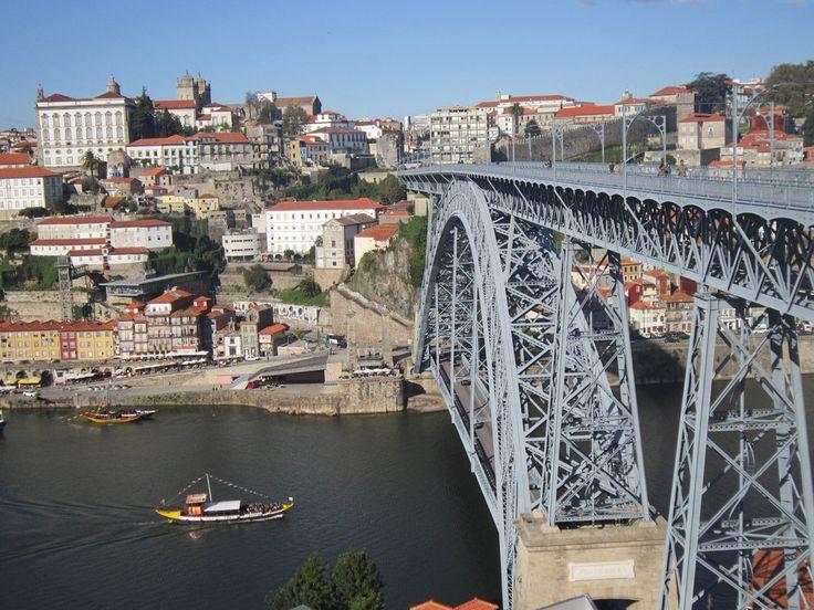 Maria Pia Bridge (construído por Gustave Eiffel).
