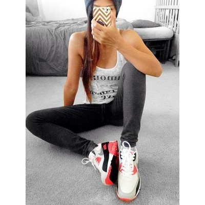 premium selection 8e6a3 09dea ... Girls wearing sneakers Air max 90 infrared.