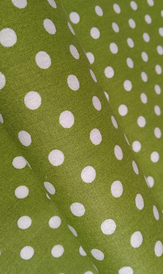 Biela  bodka na zelenej