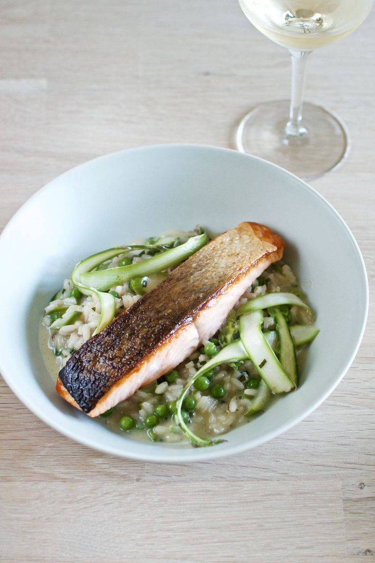 Risotto med ærter, grønne asparges og laks // Risotto with peas, green asparagus and salmon