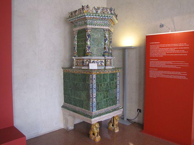 Stufa in maiolica prima metà del XVII sec. Manifattura Trentina - Trento - Castello del Buon Consiglio