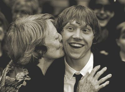 maggie smith kissing rupert grint.