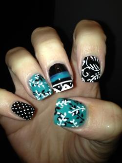 Love the colorsNails Art, Beautiful Nails, Nails Design, Black And White, Flower Nails, Pretty Nails, Fingers Design, Blue Nailart, Fancy Nails