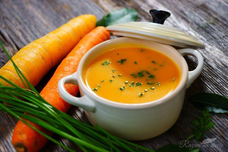 Orientalna zupa jest po prostu przepyszna! Dynia piżmowa nadaje jej wyjątkowy smak, a orientalne zioła wyrazistość. Ponadto składają się na nią pieczone