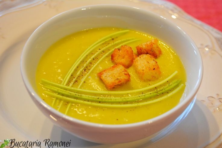 Știu că atunci când este foarte cald corpul nostru suferă. De asemenea și pofta de mâncare scade. Pentru a-i oferi totuși organismului doza necesară de energie trebuie să consumam alimente și preparate ușor de digerat, dar cu un aport mare de vitamine. Supa crema este un astfel de preparat. Iată o rețetă care vă va ajuta:  http://bucatariaramonei.com/recipe-items/supa-crema-de-praz/
