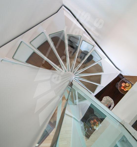 escalier h lico dal en acier et verre sur plan carr. Black Bedroom Furniture Sets. Home Design Ideas