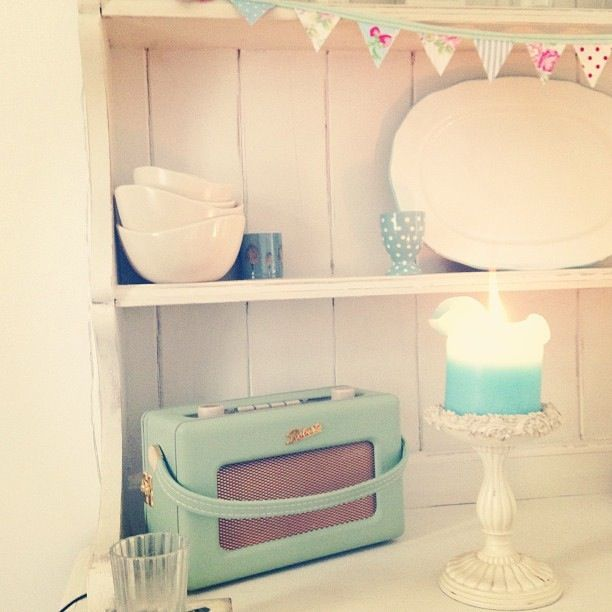 lush Roberts radio and love the tiny bunting