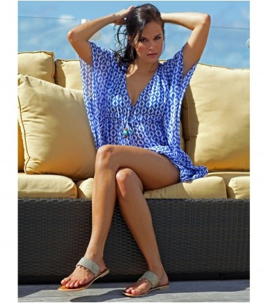 This above the knee cotton Kaftan is the perfect addition to any holiday wardrobe. It is non-sheer, and made of 100% cotton, making it light, breathable and versatile. It will work just as well on the beach on or off the beach. The graphic pattern makes it smart yet elegant, with the bright colour choices making it equally on trend.    100% Cotton