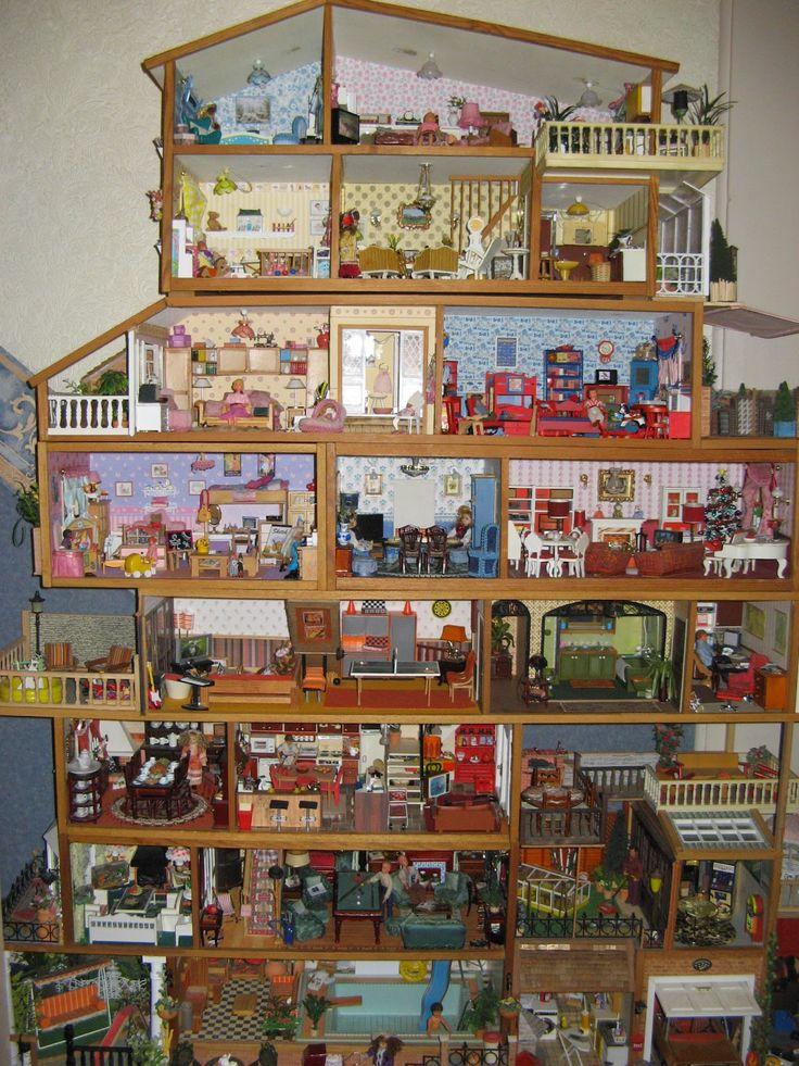 Vintage Lundby , ik heb de bovenste, het huis daar onder met de extra verdieping en nog twee losse verdiepingen van het bovenste huis, maar dit had ik nog niet bedacht :-)