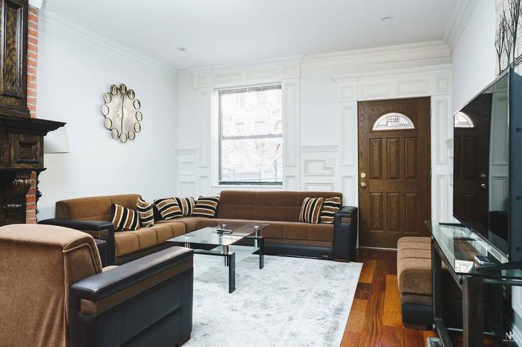 Entire home/apt in New York, US. This is a huge Luxury triplex apartment in a town house in the heart of the upper west side of Manhattan on a quiet, street-lined block of family houses. 2000 square feet! Four big bedrooms, 3.5 luxury bathrooms, a garden, a huge living room and d...