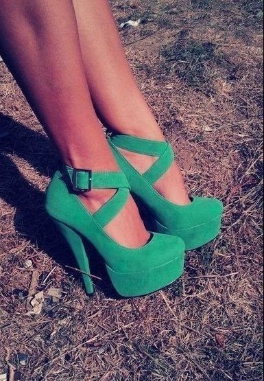 shoes.: Green Shoes, Fashion Shoes, Green Pumps, Style, Color, Green Heels, Greenheels, Kelly Green, High Heels