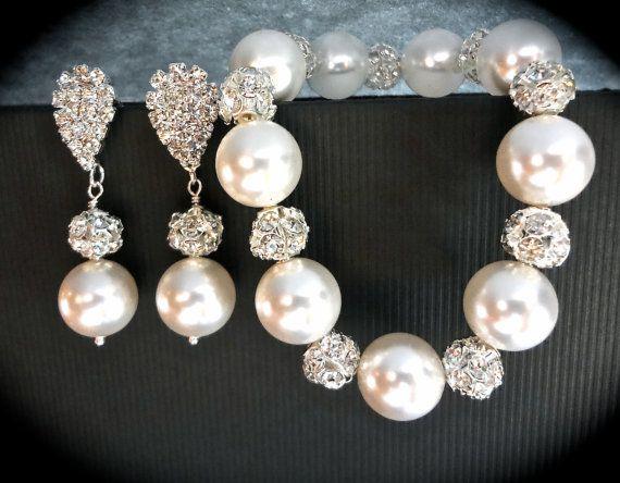 Pearl bracelet and earring set // Chunky // by QueenMeJewelryLLC, $59.99