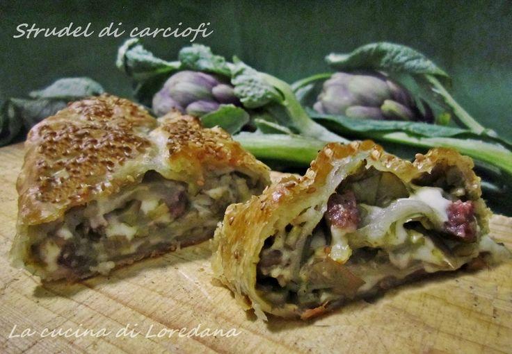Lo Strudel di carciofi, salsiccia e scamorza è una rotolo di pasta sfoglia con un delizioso ripieno di carciofi, reso più goloso da salsiccia e scamorza