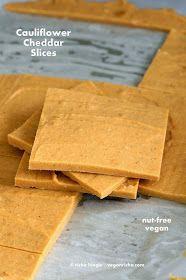 Vegan Cauliflower Hemp Cheddar Slices. Nut-free Faux cheddar van bloemkool en panini recept daarmee