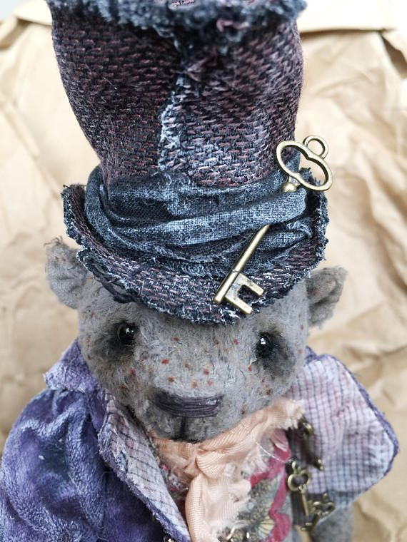 Mr. Tod came from the dark Dickens street. Mr. Tod. P.s. He's not a thief ... he just likes the keys to all the doors. And in general, he has an alibi, and (again) in general, isn't he charming?. He's not the one who did it. Not him!