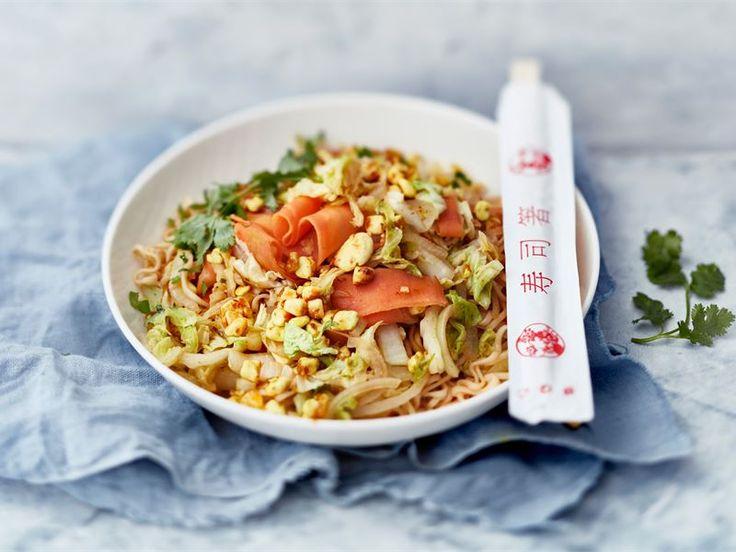 Kiinankaali on kasariajan jälkeen lähes unohdettu kasvis, mutta nyt sen aika pannulla! Valmista wokissa tai isossa paistokasarissa helppotekoinen kasvisruoka, johon ruokaisuutta ja proteiinia tuo Mifu - rakeena tai suikaleena.