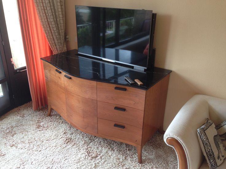 TV meubel met tv lift ontwerp en realisatie door Rutger Graas