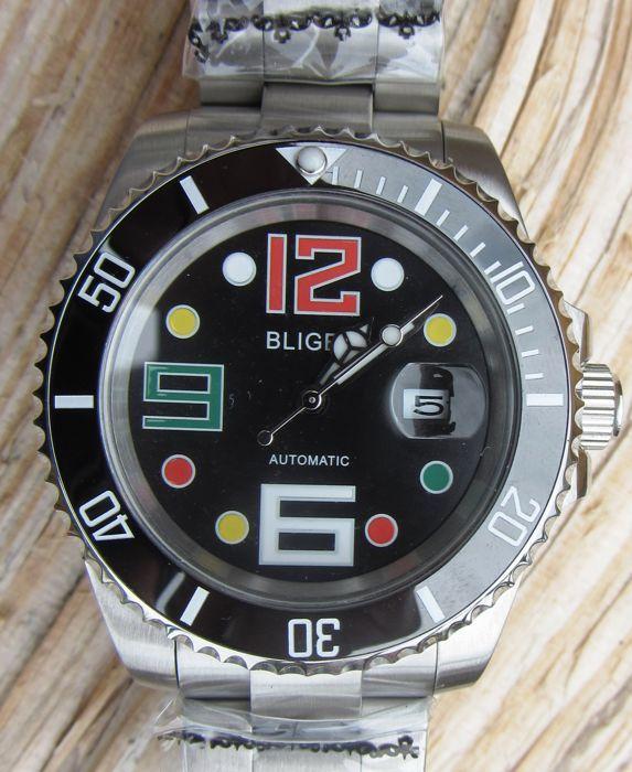 Bliger Submariner - polshorloge - moderne > 2000  Ex Display zonder tags. Getest voor de tijdwaarneming volledige bedrijfsklare minimale tekenen van slijtage.Zaak geopend op mijn eigen horloge te controleren verkeer Typ het onthult een DG2813 (MingZhu automatische mechanische) die wordt meestal gebruikt in Aziatische Parnis horloges en bekend als een Aziatische ETA hoogwaardige kopie... Handelsmerk vegen van de hand van een automatische horloge van goede kwaliteit. Alle datum functies en…