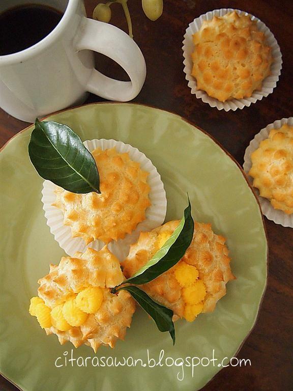 Krim Puff Durian / Durian Cream Puff   Bahan-bahan  160ml air  80gm mentega  100gm tepung gandum  4 biji telur B   Cara-cara :  1. Panas...