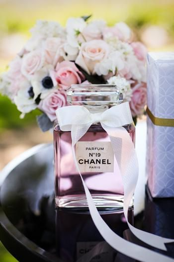 chanel no 19 + roses
