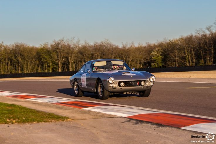 #Ferarri #250 #GT #Lusso sur le #TourAuto2016 à #Dijon_Prenois. Reportage : http://newsdanciennes.com/2016/04/20/tour-auto-2016de-passage-a-dijon-prenois-on-y-etait/ #ClassicCar #VoituresAnciennes #VintageCar #MoteuràSouvenirs
