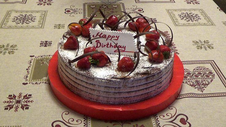↓ VIDEO ↓ ВИДЕО ↓ https://www.youtube.com/watch?v=AUprgSGNh9w  Клубничный торт БИСКВИТ С КРЕМОМ. Подарили на день рожденья сыну.   Видео от АРМАНА АРТУРОВИЧА