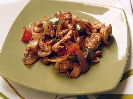 O Frango Xadrez é uma receita que ganha um sabor único por conta das especiarias, do amendoim e, principalmente, do gengibre.