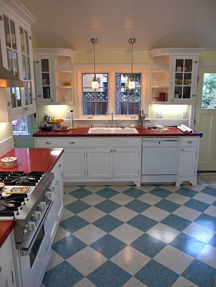 blaue und beige Linoleum Fliesen Bodenbelag Küche eine moderne minimalistische Ausstattung