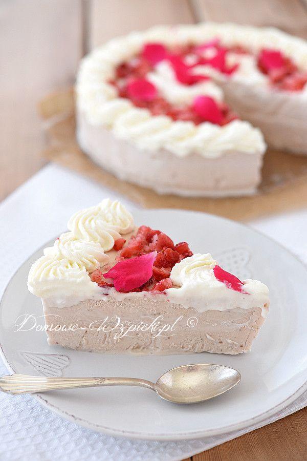 Truskawkowy tort lodowy