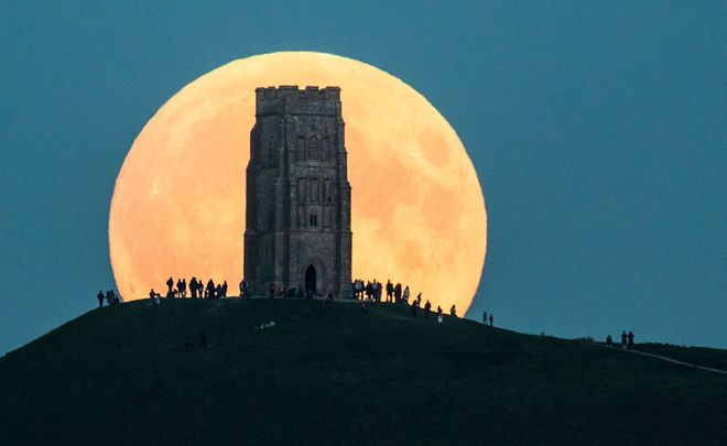 On Sept. 27, 2015, the supermoon rises behind Glastonbury Tor in Glastonbury, England. Credit: Matt Cardy/Getty Images