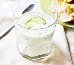 Geeiste #Gurkensuppe ist die ideale Vorspeise für einen heißen Sommerabend. Das #Rezept lässt sich gut vorbereiten.