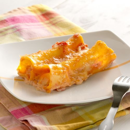 Cannelloni stuffed with turkey and emmental cheese