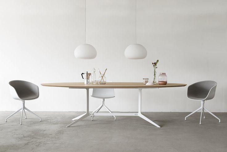 Maatwerk tafel Split. Ovale tafel met praktisch wit stalen frame