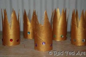 Epiphany Crafts - Celebrate the arrival of the Three Kings on the 6th January, with your own little TP Roll Crowns. So sweet. The kids will love playing with these!