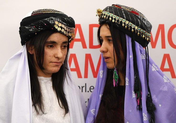 El mundo vive otro genocidio racial frente a nuestras narices y los testimonios de sus supervivientes intentan concientizarnos sobre la importancia de abrir nuestras fronteras a la inmigración. Lamia Aji Bashar tenía 16 años cuando ISIS irrumpió en su aldea en la zona Kurda de Irak. Tanto ella como sus hermanos, amigos y vecinos, pertenecen …