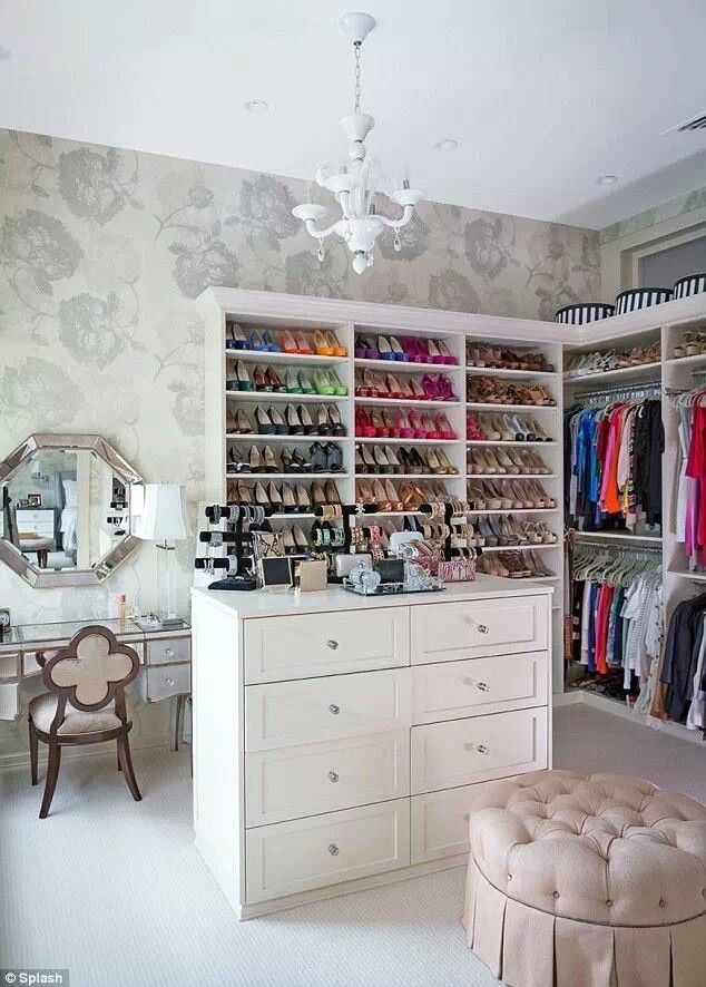 Concepts in wardrobe design. Storage ideas, hardware for wardrobes, sliding wardrobe doors, modern wardrobes, traditional armoires and walk-in wardrobes. Closet design and dressing room ideas.Spare Bedrooms, Spare Room, Traditional Home, Dresses Room, Organic Closets, Shoes Storage, Bethenny Frankel, Closets Spaces, Dreams Closets