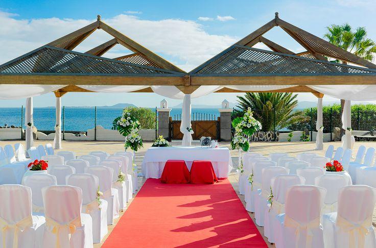 Montaje boda en el jardín del hotel